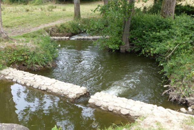 Creation de pre barrages dans une riviere de contournement - Thouzeau